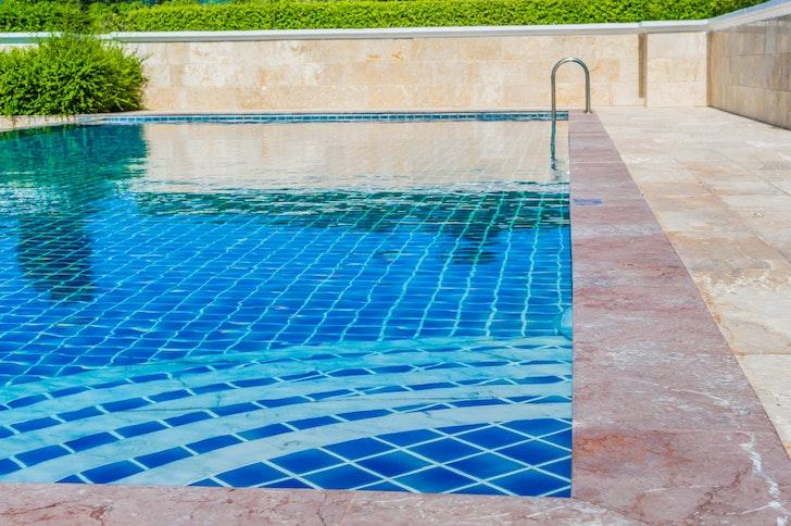 rénover piscine carrelée